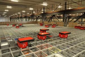 47 kleine rote Roboter im Einsatz bei L-Shop Team