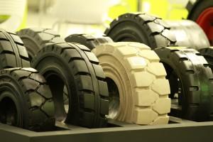 Der Staplerexperte weiß: Hochwertige Reifen sind wichtig!