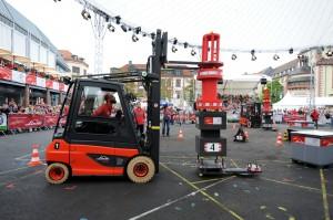 Millimeterarbeit beim StaplerCup Finale 2014.