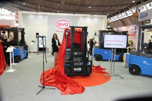 Die neuen BYD-Maschinen werden während der LogiMAT enthüllt.