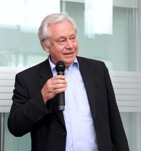 Peter Wolf bei einer geliebten Aufgabe - dem Moderieren von Veranstaltungen.