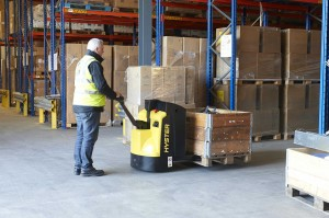 New Hyster P1.6-2.2 Pallet Truck_Warehouse Application-3