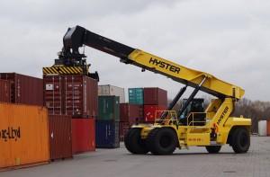 Der 1000. Hyster Reachstacker im Einsatz beim Packing Center Hamburg (PCH). Foto: Hyster