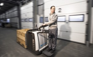 Stand-on low lifter with driver platform PMR200 (TIFF format)