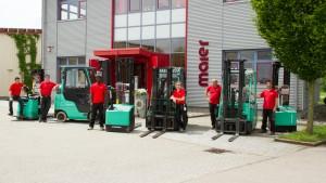 Die Maier Industrie-Kartonagen GmbH beschäftigt rund 65 Mitarbeiter aus 9 Nationen, darunter viele junge Menschen, außerdem neun grüne Umschlaghelfer der Marke Mitsubishi Gabelstapler.