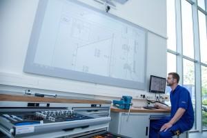 Alle Montagebereiche sind mit modernster Technik ausgestattet, sodass auch während der Montage beispielsweise die Einbauanleitung per Projektor zur Hilfe genommen werden kann.